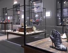 """Exposition"""" VIRGULE, ETC. DANS LES PAS DE ROGER VIVIER"""" – PALAIS DE TOKYO – 2013"""